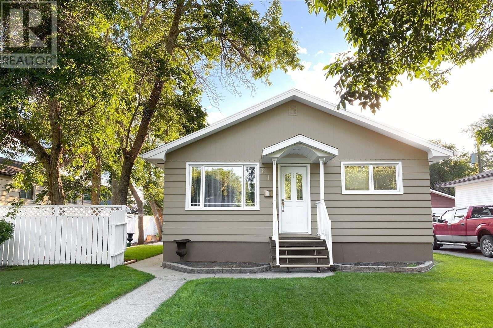 House for sale at 612 4th Ave NW Swift Current Saskatchewan - MLS: SK814757