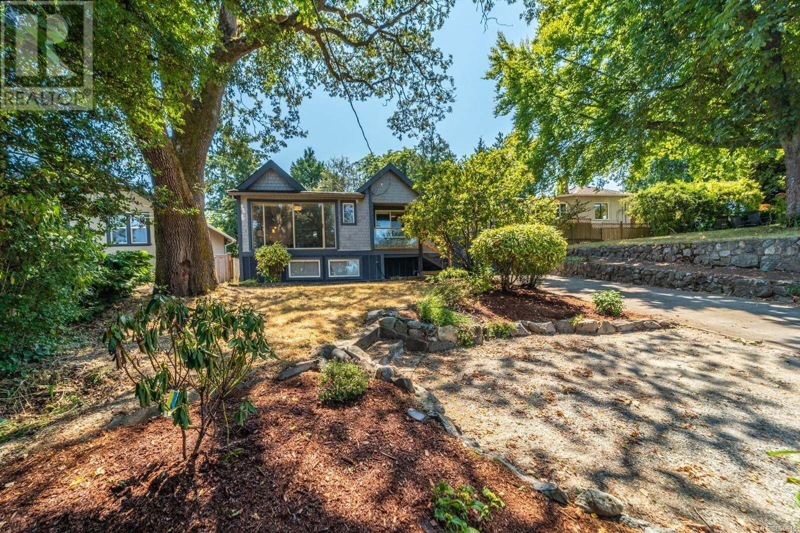 House for sale at 613 Kent  Saanich British Columbia - MLS: 850615