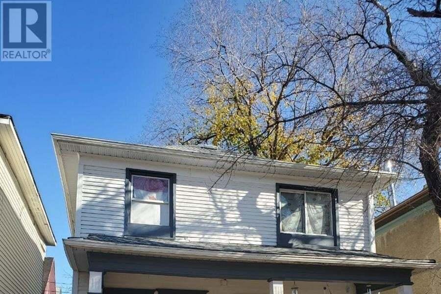House for sale at 614 E Ave N Saskatoon Saskatchewan - MLS: SK828446