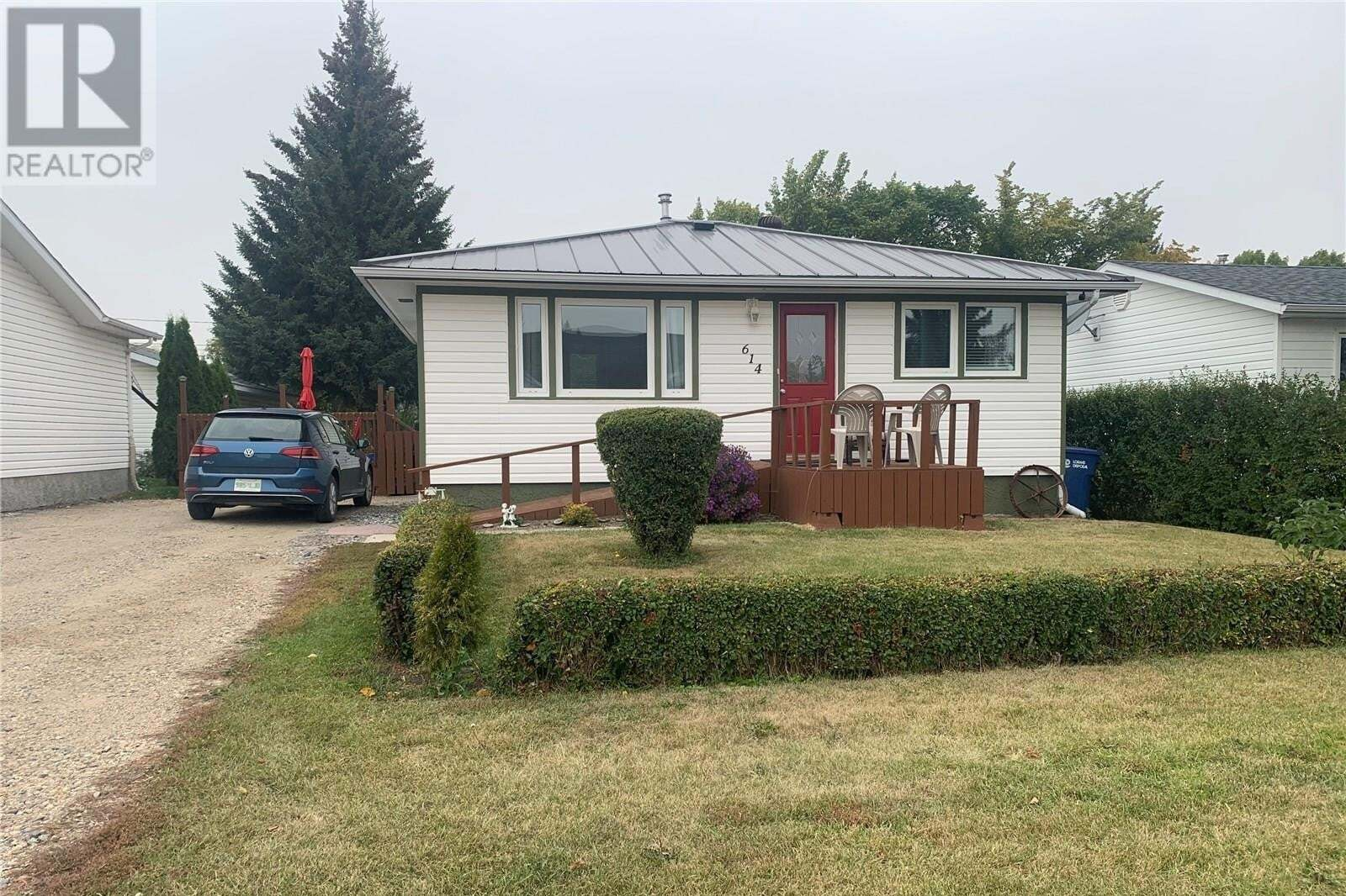 House for sale at 614 Ogilvie St Moosomin Saskatchewan - MLS: SK826955