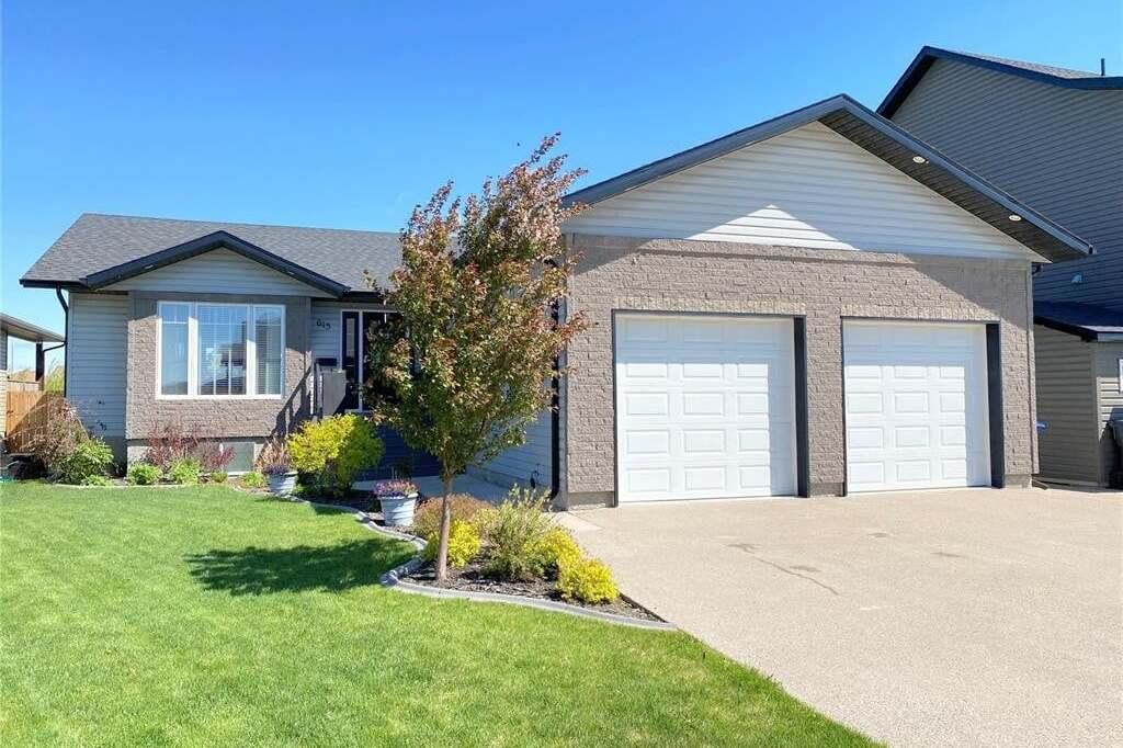 House for sale at 615 Barber Cres Weyburn Saskatchewan - MLS: SK810549