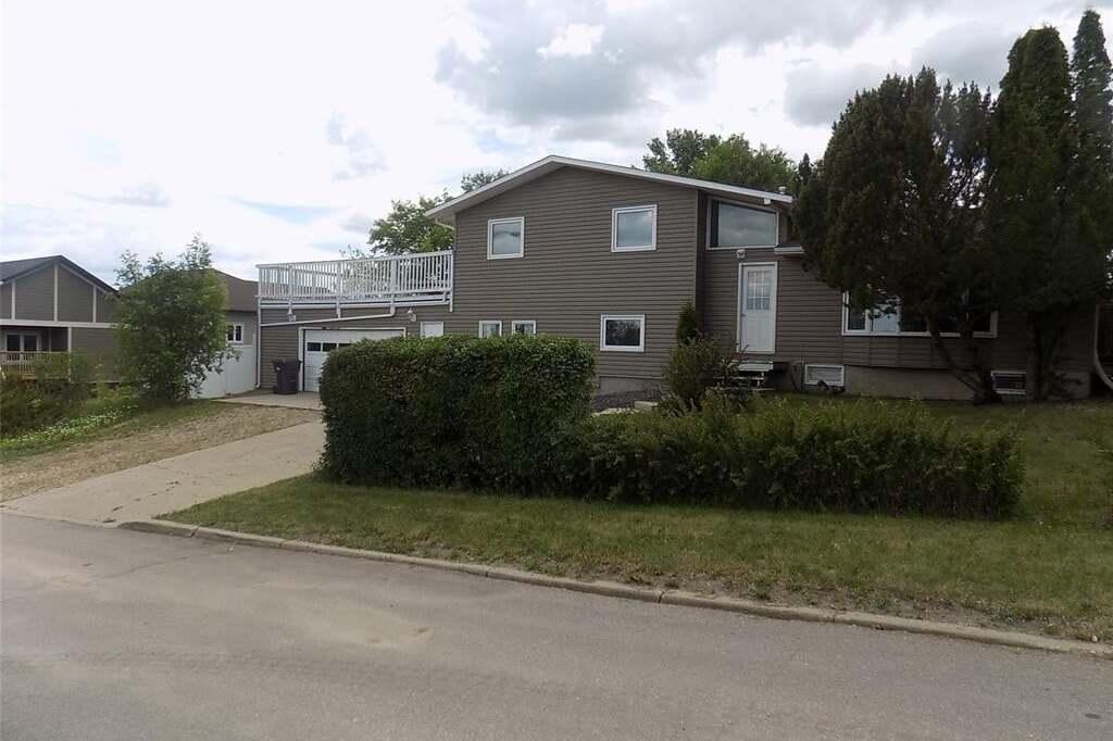 House for sale at 616 6th Ave SE Weyburn Saskatchewan - MLS: SK814142