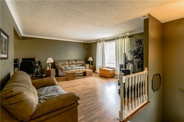 For Sale: 6167 Kirkland Drive, Niagara Falls, ON | 3 Bed, 2 Bath House for $449,900. See 19 photos!