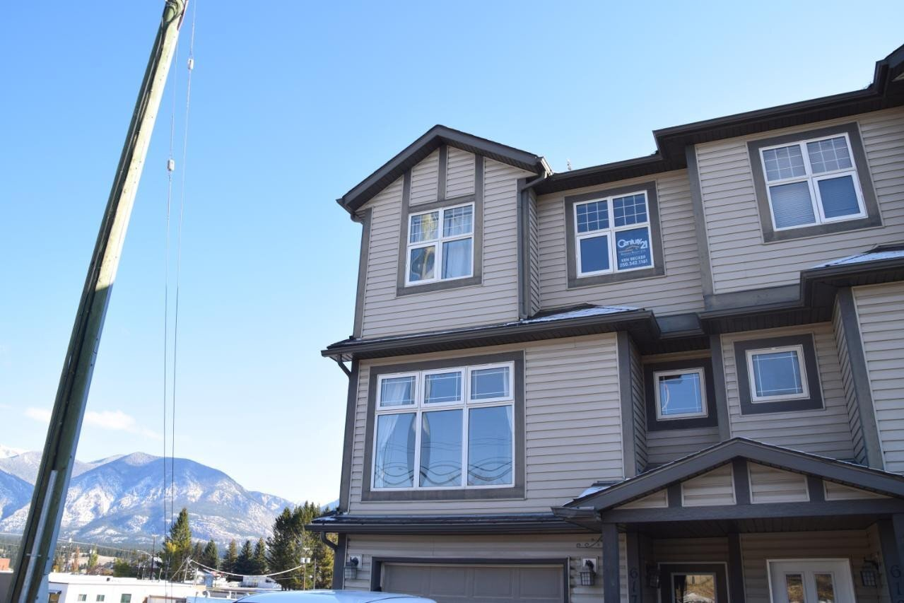 Townhouse for sale at 617 10th Ave Invermere British Columbia - MLS: 2455213