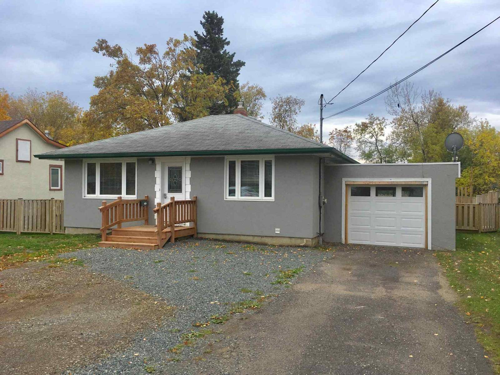 House for sale at 617 Montgomery St Thunder Bay Ontario - MLS: TB193383