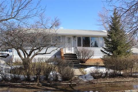 House for sale at 618 3rd St SE Weyburn Saskatchewan - MLS: SK803214