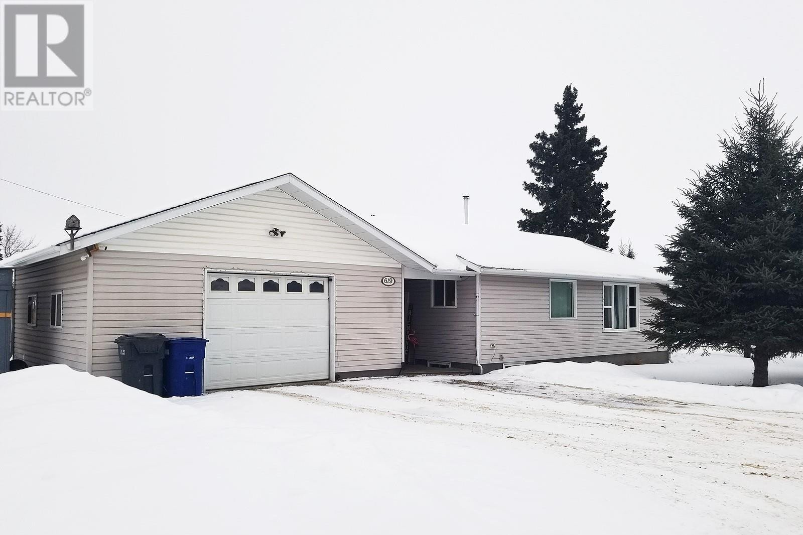 House for sale at 619 2nd St E Meadow Lake Saskatchewan - MLS: SK824659