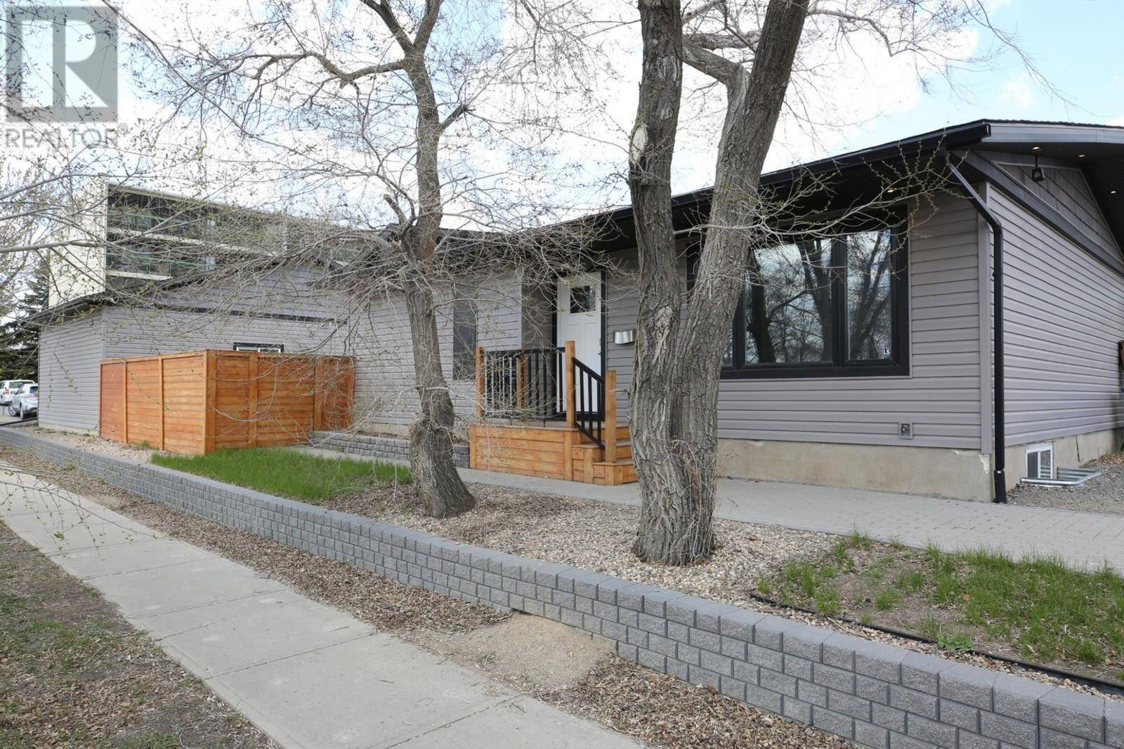 House for sale at 62 Cambridge Ave Regina Saskatchewan - MLS: SK771719
