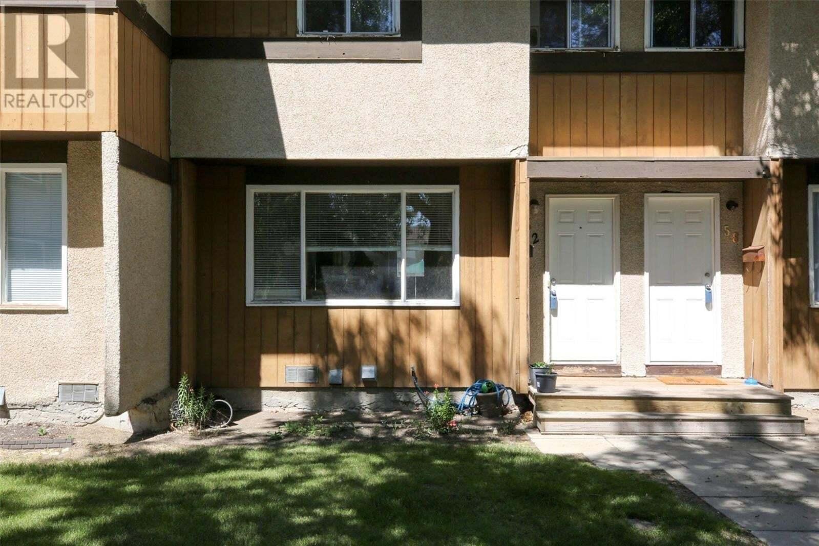 Townhouse for sale at 62 Mackenzie Me Regina Saskatchewan - MLS: SK819178