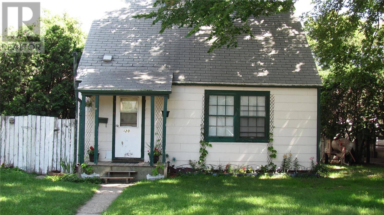 House for sale at 620 L Ave S Saskatoon Saskatchewan - MLS: SK780133
