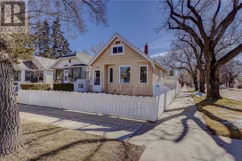 House for sale at 621 31st St W Saskatoon Saskatchewan - MLS: SK771940