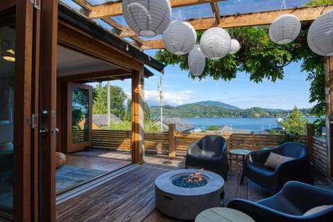 House for sale at 621 Seaview Rd Gibsons British Columbia - MLS: R2473956