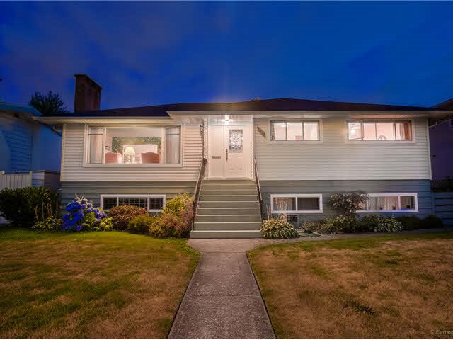 For Sale: 6210 Curtis Street, Burnaby, BC | 6 Bed, 3 Bath House for $1,699,888. See 20 photos!