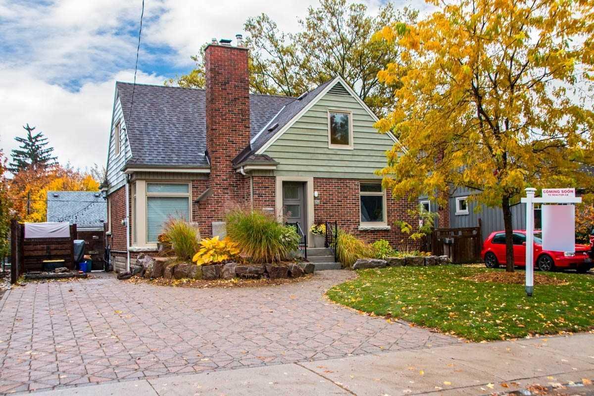 For Sale: 624 Woodland Avenue, Burlington, ON   3 Bed, 3 Bath House for $889900.00. See 20 photos!