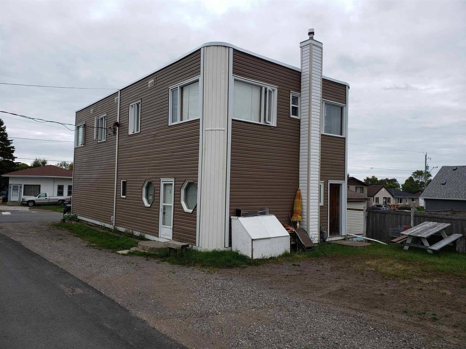 625 Leslie Avenue, Thunder Bay | Image 2