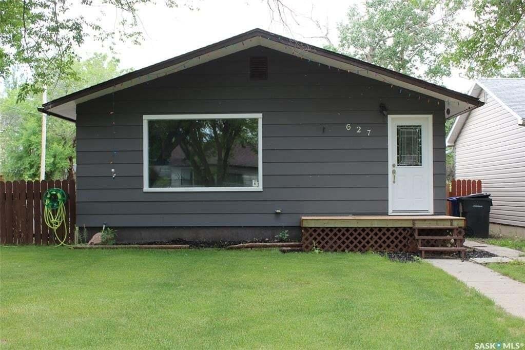 House for sale at 627 1st St W Shaunavon Saskatchewan - MLS: SK816837