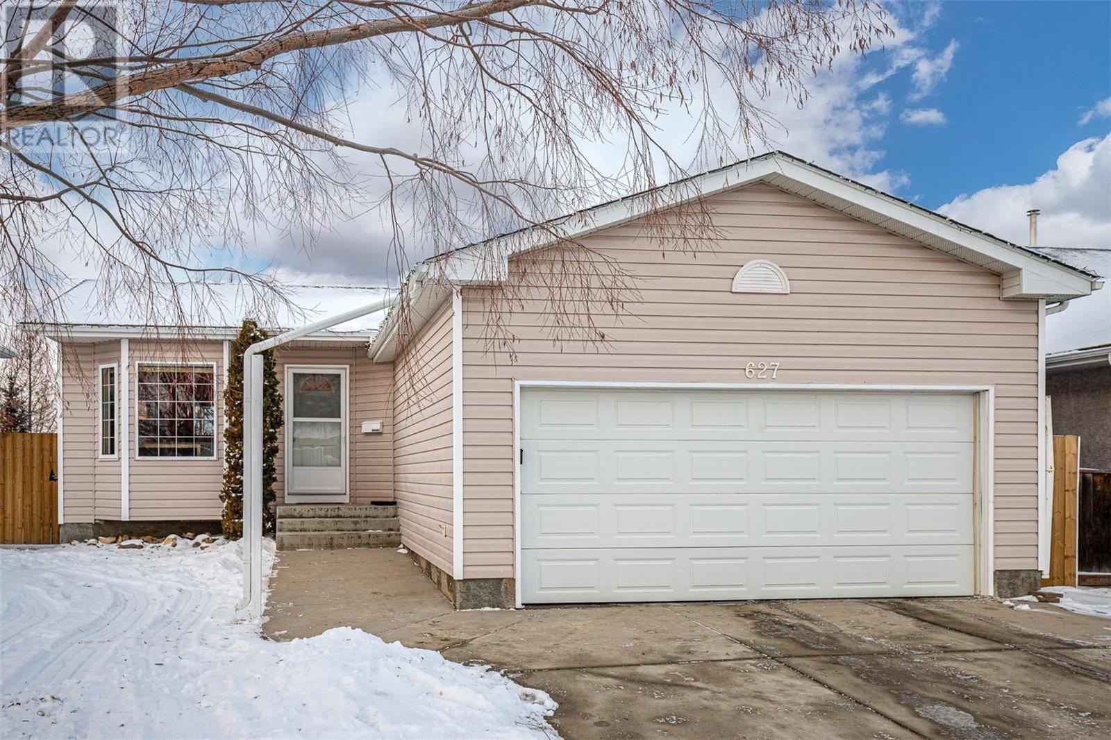 House for sale at 627 Carr Cres Saskatoon Saskatchewan - MLS: SK793574