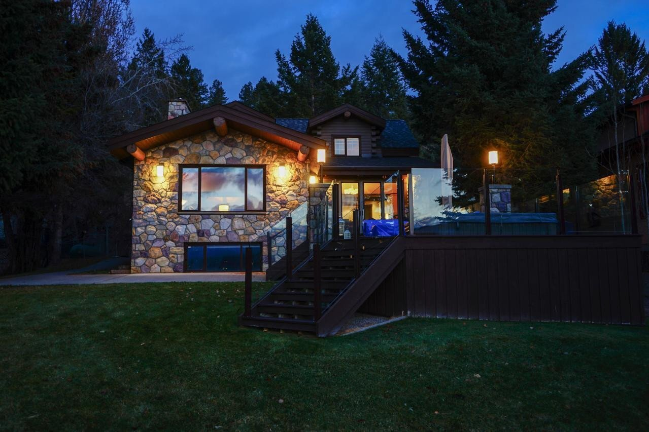 House for sale at 627 Lakeview Rd Invermere British Columbia - MLS: 2455561