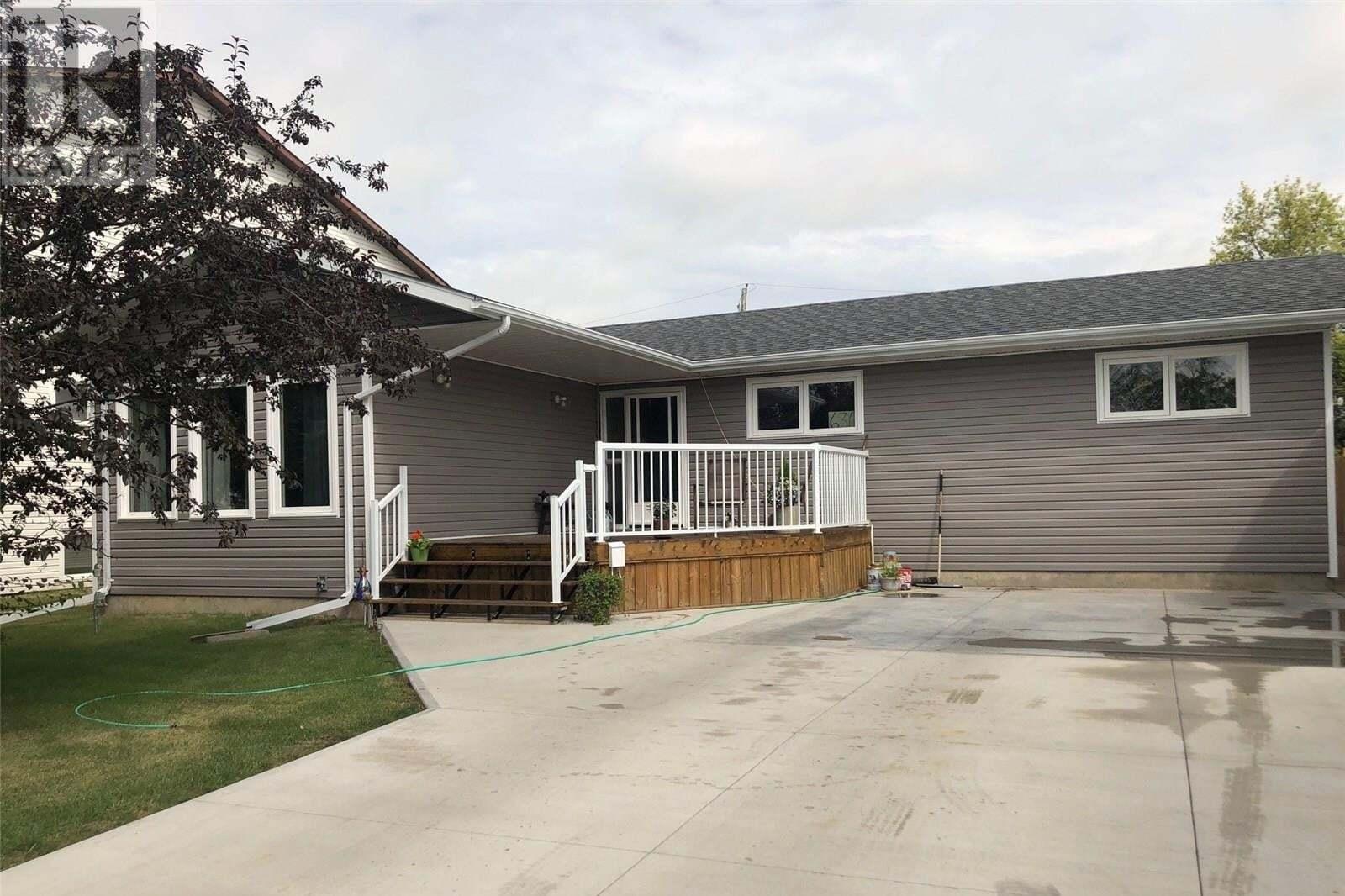 House for sale at 630 17th St Humboldt Saskatchewan - MLS: SK819746