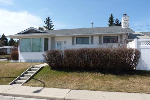 House for sale at 6303 Thorncliffe Dr Northwest Calgary Alberta - MLS: C4226096