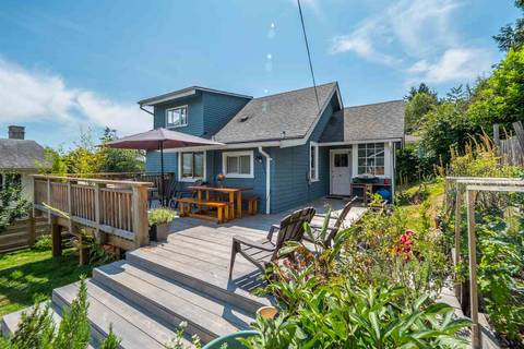 House for sale at 633 Beach Ave Gibsons British Columbia - MLS: R2382796