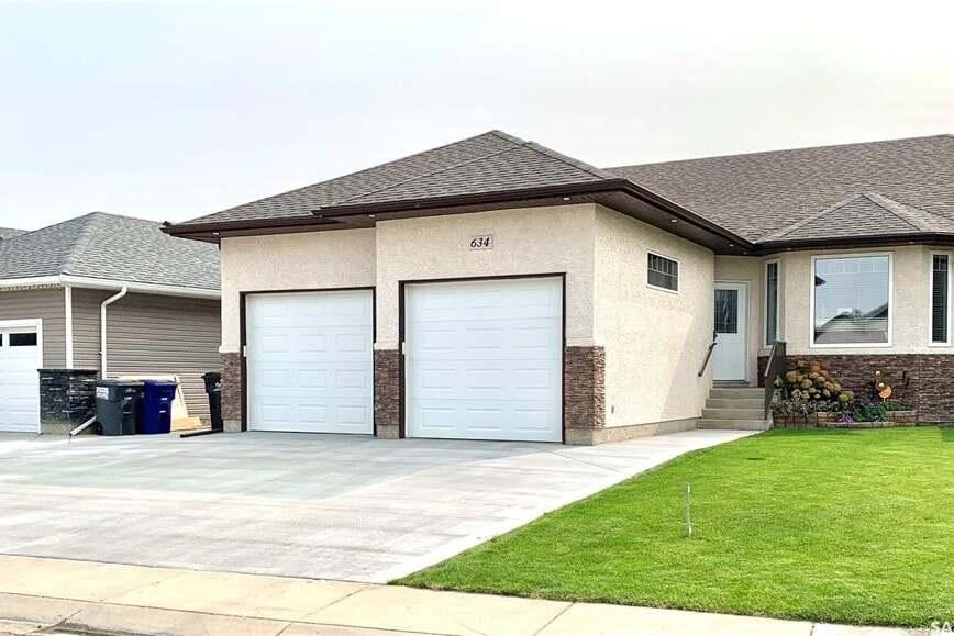 House for sale at 634 Hargreaves Ln Saskatoon Saskatchewan - MLS: SK813116