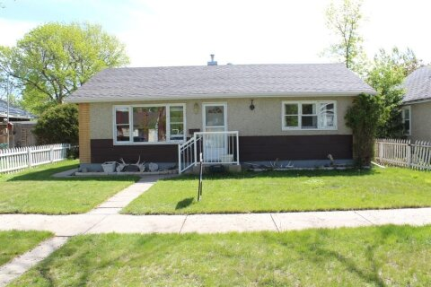 House for sale at 635 12 St N Lethbridge Alberta - MLS: A1045667