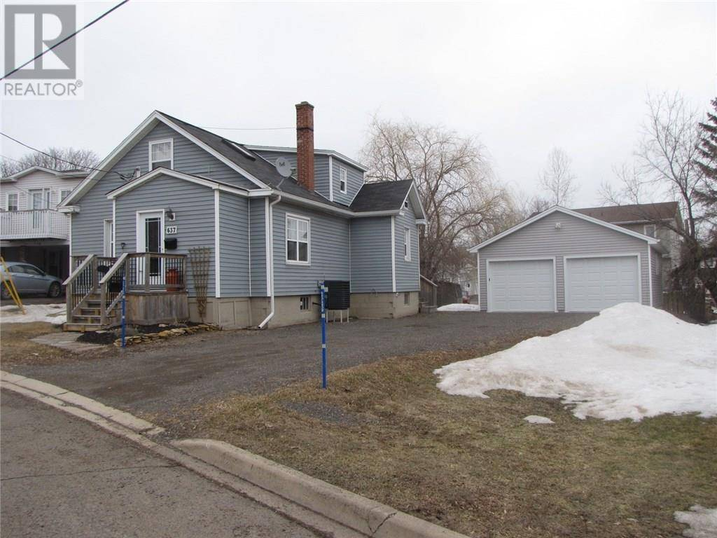 House for sale at 637 Laurier  Dieppe New Brunswick - MLS: M127945