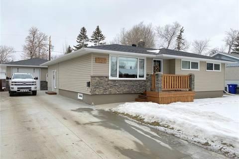 House for sale at 639 Maple Dr Weyburn Saskatchewan - MLS: SK800001