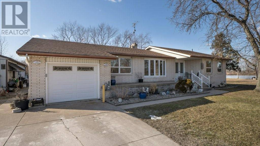 House for sale at 6399 Manning Road  Tecumseh Ontario - MLS: 20002165