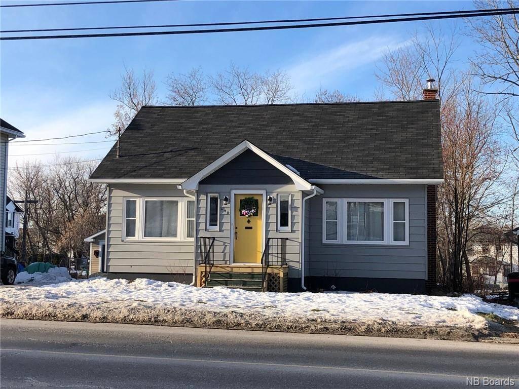 House for sale at 640 Murray  Bathurst New Brunswick - MLS: NB038496