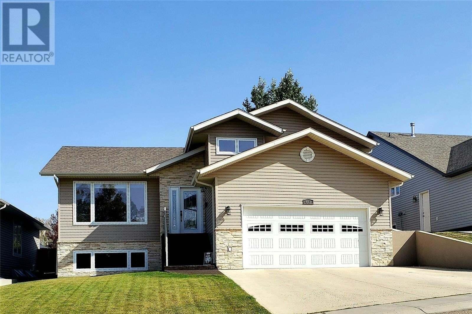 House for sale at 641 4th Ave SE Swift Current Saskatchewan - MLS: SK827108