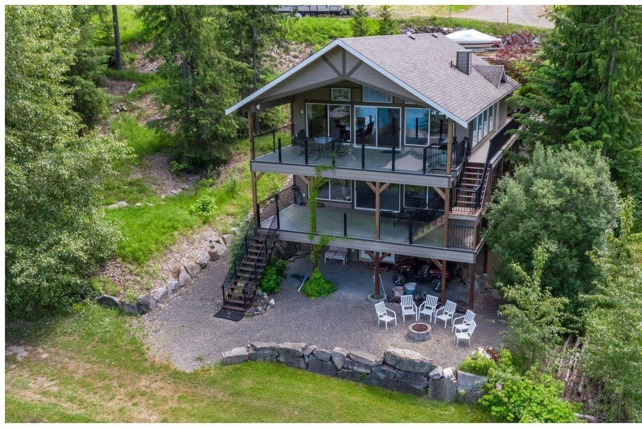 House for sale at 6421 Eagle Bay Rd Eagle Bay British Columbia - MLS: 10185402