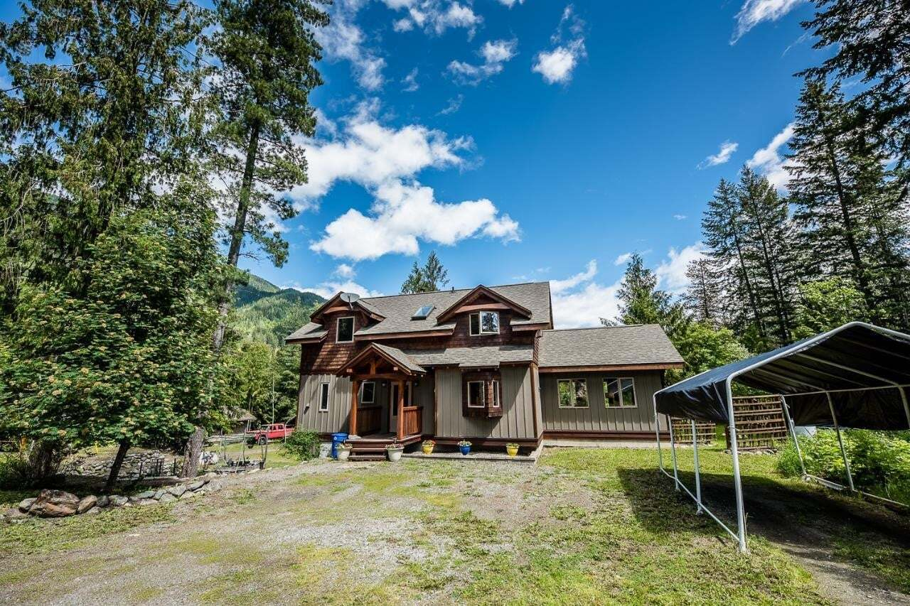 House for sale at 643 Galena Avenue  Kaslo British Columbia - MLS: 2452397
