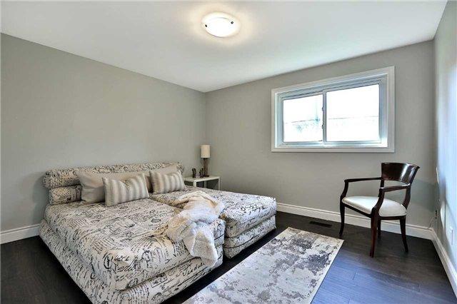 For Sale: 644 Ardleigh Crescent, Burlington, ON   3 Bed, 2 Bath House for $829,900. See 20 photos!