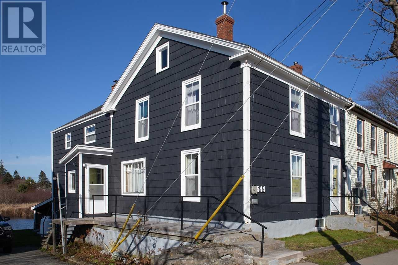 House for sale at 644 Main St Yarmouth Nova Scotia - MLS: 201926637