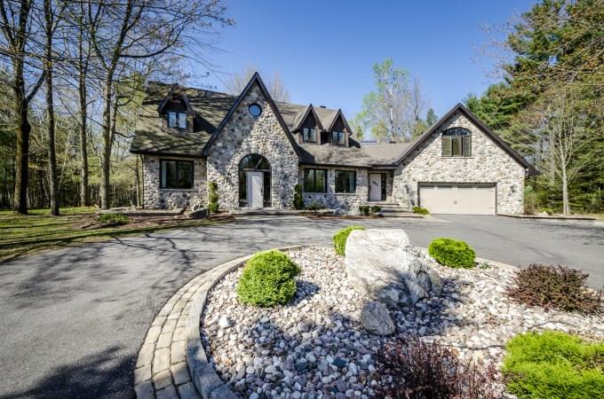 For Sale: 645 Canary Street, Ottawa, ON | 6 Bed, 4 Bath House for $1,395,000. See 30 photos!
