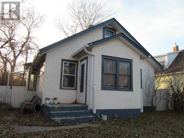 House for sale at 645 Centre St Shaunavon Saskatchewan - MLS: SK753881