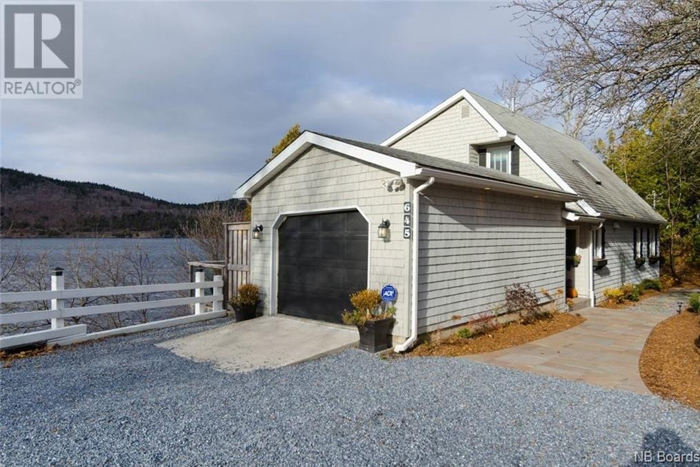 House for sale at 645 Gondola Point Rd Quispamsis New Brunswick - MLS: NB052842