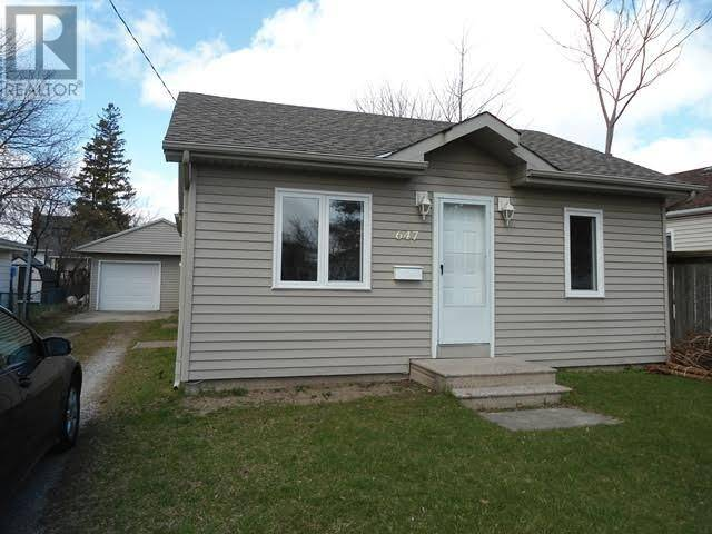 House for sale at 647 Oxford St Sarnia Ontario - MLS: 20004537