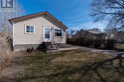 House for sale at 647 Robinson St Regina Saskatchewan - MLS: SK767230
