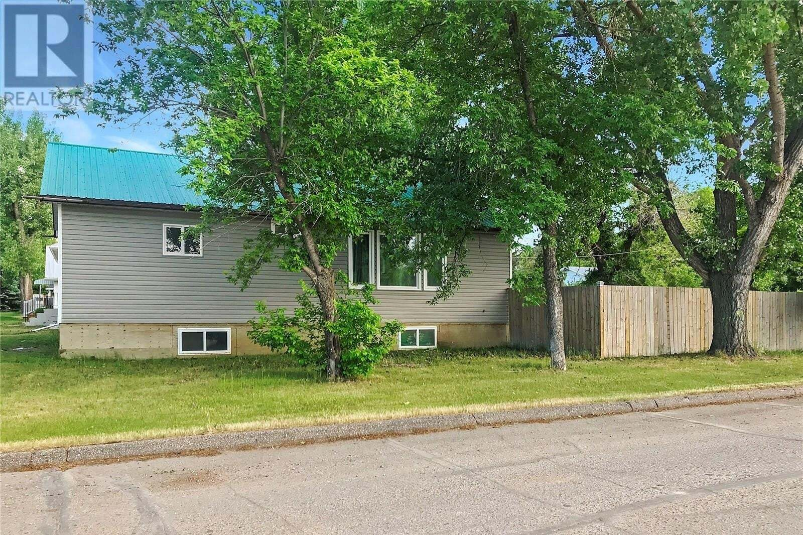House for sale at 6474 Queens Ave Gull Lake Saskatchewan - MLS: SK825829