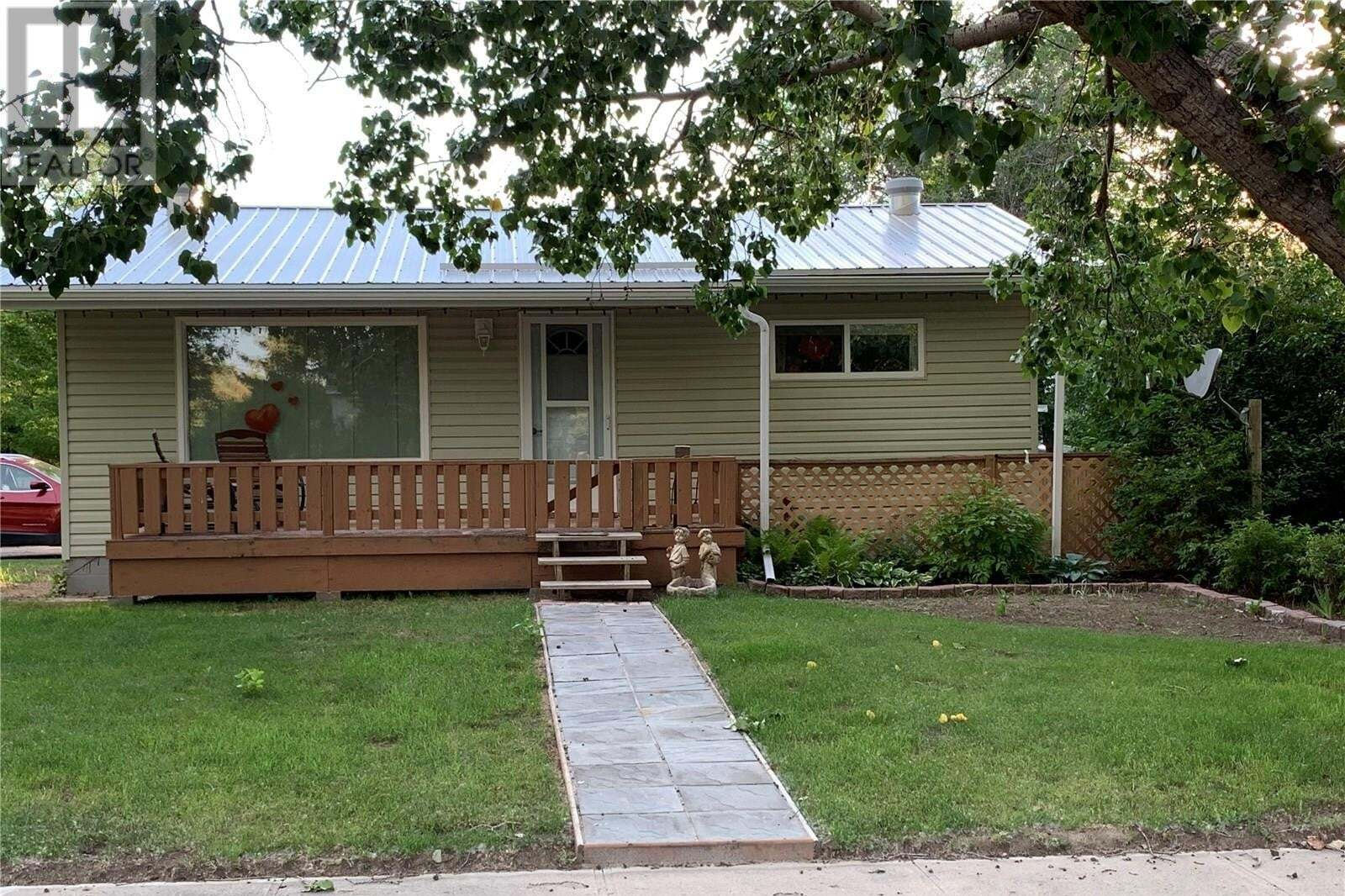 House for sale at 6560 Queens Ave Gull Lake Saskatchewan - MLS: SK817174