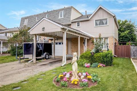 Townhouse for sale at 66 Courtleigh Sq Brampton Ontario - MLS: W4528879