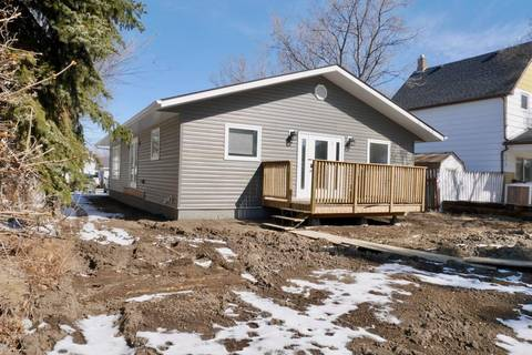 House for sale at 66 Iroquois St W Moose Jaw Saskatchewan - MLS: SK803695
