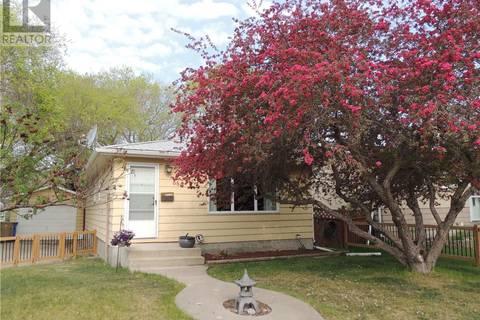 House for sale at 660 Sneddon St Regina Saskatchewan - MLS: SK782990