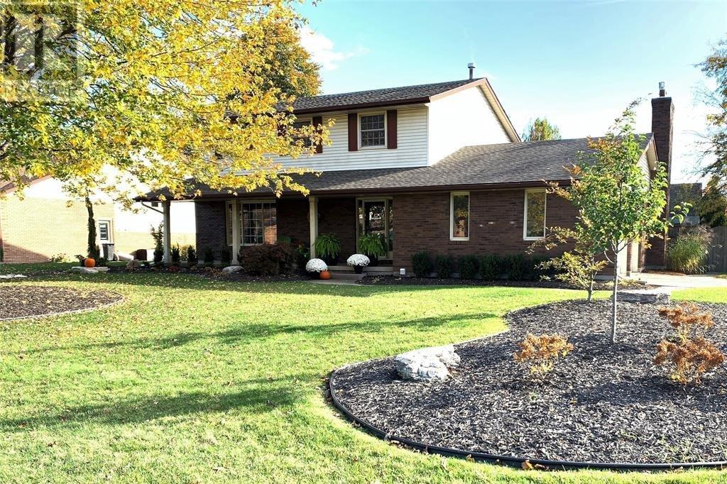 House for sale at 664 Dresden  Tecumseh Ontario - MLS: 20014335