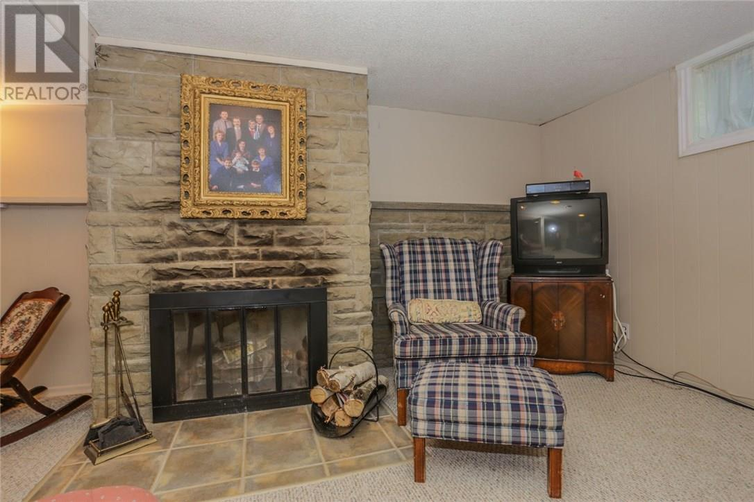 For Sale: 666 Donegal Drive, London, ON | 3 Bed, 2 Bath House for $349,900. See 39 photos!