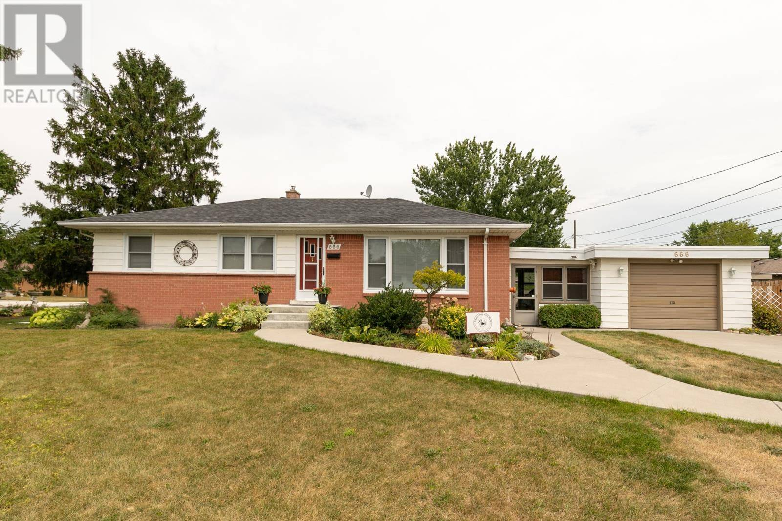 House for sale at 666 Lynn St Windsor Ontario - MLS: 19028378
