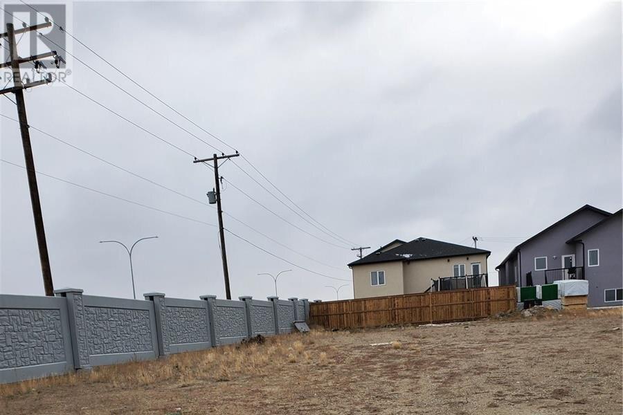 House for sale at 668 Kenaschuk Cres Saskatoon Saskatchewan - MLS: SK831303